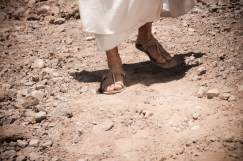 jesus-feet-walking  umcholiness wordpress com